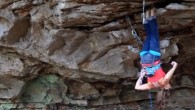 Cuarto video con las recomendaciones de la mini serie Essentials Of Climbing de Eastern Mountain Sports, diferentes consejos dictados por el escalador profesional Joe Kinder. Esta vez nos enseñara como […]